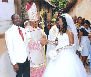 iglesia-de-la-familia-internacional-vieja-iglesia-catolica-romana-rito-latino-en-camerun4